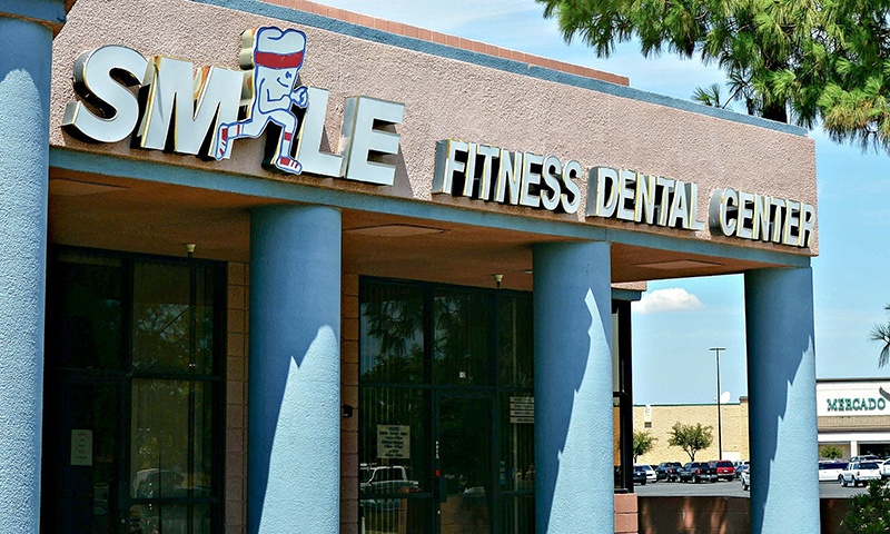 Outdoor entrance of Smile Fitness Dental Center