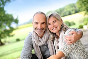 Learn how to pay for dental implants in Glendale.